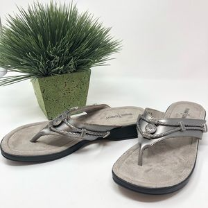 Minnetonka Silver Leather Slip-on Sandals Size 9